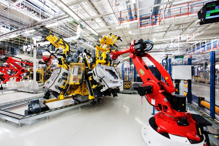 Image-2-05_Comau-articulated-robots-are-used-within-an-automated-assembly-process-of-the-LevanteGÇÖs-front-and-rear-aluminum-doors-768x512.jpg