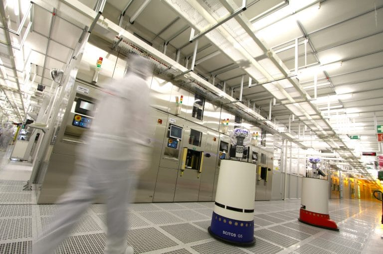 trabert-gave-us-photo_metraLabs-robots-in-clean-room_thuringia-768x511.jpg
